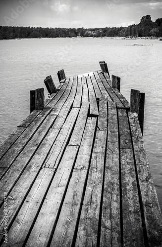 mata magnetyczna Old wooden foot bridge in sea