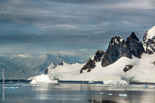 Plexiglas Antarctica Icebergs, glaciers and mountains along the Antarctic Peninsula.