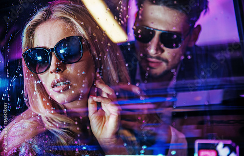Spoed canvasdoek 2cm dik Artist KB Attractive celeb couple watching the city nightlife