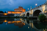 Zamek Saint Angle i most nad rzeką Tybru w Rzymie we Włoszech