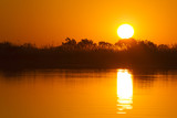 Zachód słońca nad Okavango River, Okavango Delta, Botswana, Afryka