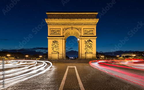Arc de Triomphe, Paris Photo by gunergulyesil