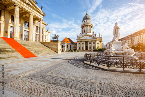 Foto op Aluminium Berlijn Viiew on the Gendarmenmarkt square with concert house building and French cathedral during the morning light in Berlin city