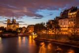 Katedra, rzeka i światła