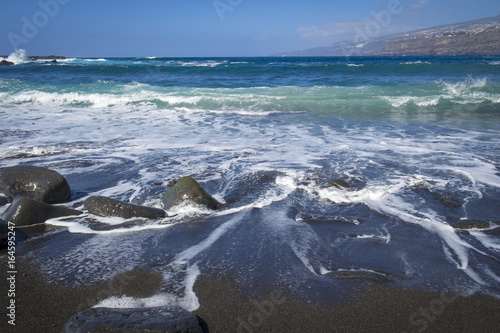 Foto op Canvas Noordzee Baden am Lavastrand in der Bucht Martianez in Puerto de la Cruz, Teneriffa