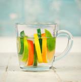 Wasser mit Zitrusfrüchten