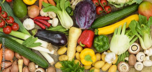 Arrangement mit viel verschiedenem Gemüse