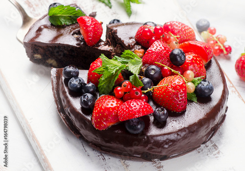 Wall mural Chocolate cake with berries