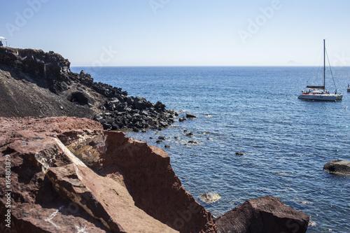Vista de los barcos en la Isla de Santorini