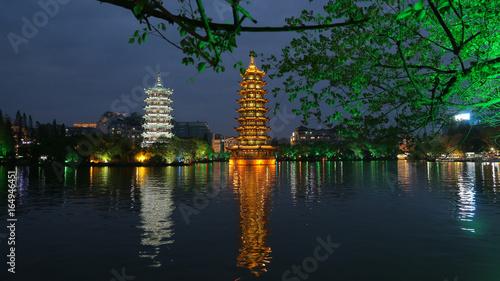 Pagoda del Sol y la Luna en el Lago Shan de Guillin, China