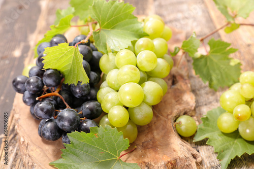black and green grape - 164986695