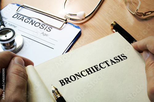 Book with title Bronchiectasis in a clinic.