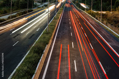 Foto op Aluminium Nacht snelweg Long exposure of traffic cars lights at night on a highway