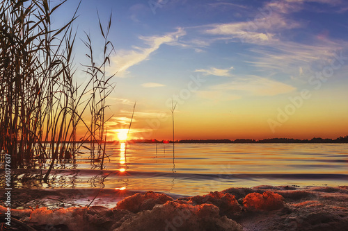 Aluminium Chocoladebruin The sun set over Lake Liepāja