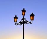 Farola de estilo fernandino, alumbrado municipal - 165097046