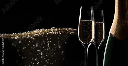 Champagner-Motiv vor Schwarz