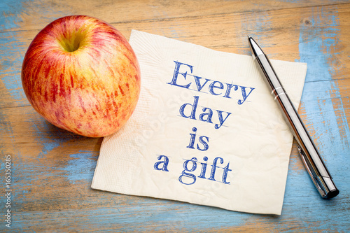 Every day is a gift inspiraitonal reminder - 165350285