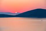 Kolorowe wschody i zachody nad morzem w Grecji