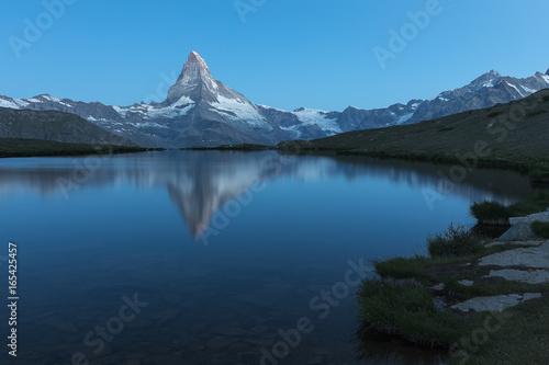 Fotobehang Bergen Stellisee, Bergsee in Zermatt