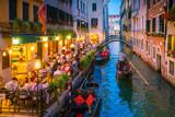 Kanał w Wenecji Włochy w nocy