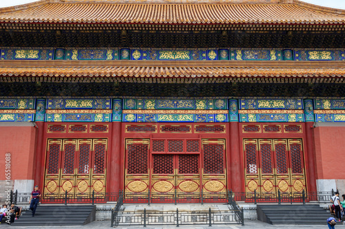 Foto op Canvas Peking Decorated, huge ,wooden gate in The Forbidden City in Beijing, China