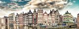 Holenderska sceneria z domkami w kanale. Amsterdam panoramiczny panoramę