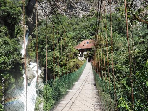 Foto op Canvas Weg in bos Pont suspendu à pailon Del Diablo en Equateur