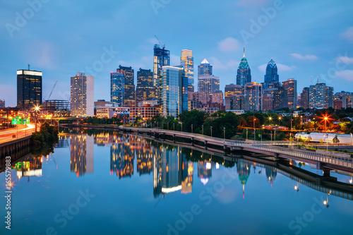 Foto op Aluminium Nacht snelweg Philadelphia skyline at night