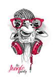Żyrafa w wełnianej czapeczce hipster, czerwone okulary i słuchawki na szyi.