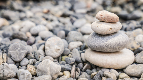 Foto op Canvas Zen Small tower made of pebbles on a rocky beach
