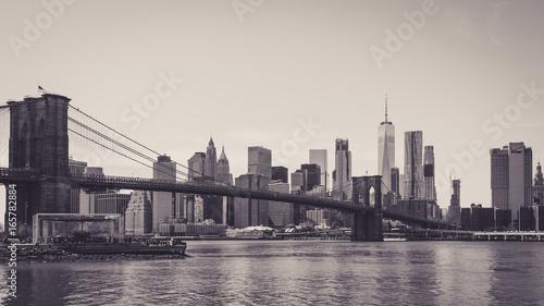 Foto op Plexiglas Brooklyn Bridge Panoramic view of lower Manhattan and brooklyn bridge