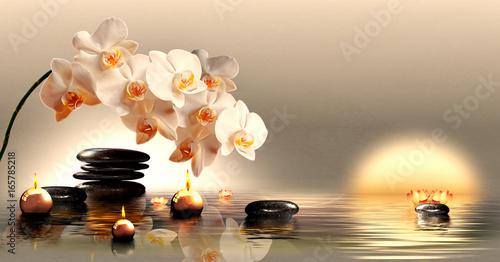 Wandbild mit Orchideen, Steinen im Wasser und schwimmenden Kerzen - 165785218