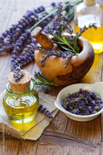 Fototapeta homöopathisches öl mit Lavendel