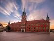 Zamek Królewski w Warszawie o wschodzie słońca. - 165890825