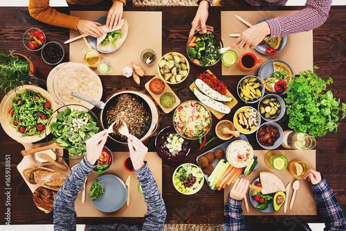 Meeting at a vegan dinner - 165938851