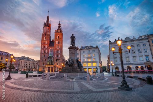 Zdjęcia na płótnie, fototapety na wymiar, obrazy na ścianę : Krakow. Image of Market square Krakow, Poland during sunrise.