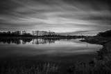 Langzeitbelichtung in Schwarz-Weiß vom Blick über die Elbe