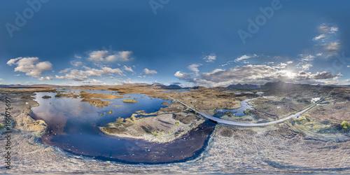 Luftaufnahme der beeindruckenden Landschaft über dem Rannoch Moor in Schottland, Vereinigtes Königreich, EUropa