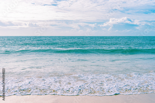 Foto op Aluminium Tropical strand Sea view from tropical beach with sunny sky