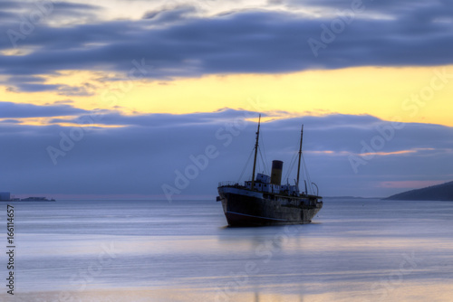 Staande foto Schip Shipwreck at sunrise, Kyle, Harbour Grace, Newfoundland and Labrador, Canada.