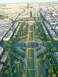Widok na Paryż, Parc du Champ de Mars, widać z Wieży Eiffla