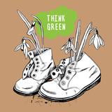 Stare buty ze słomą i napis Think green
