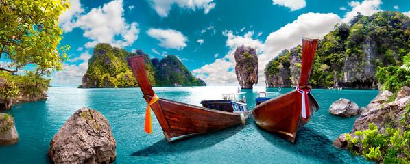 Paisaje pintoresco de Tailandia. Playa e islas de Phuket. Viajes y aventuras por Asia © carloscastilla