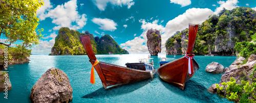 Malowniczy krajobraz Tajlandii. Plaża i wyspy Phuket. Podróże i przygody w Azji