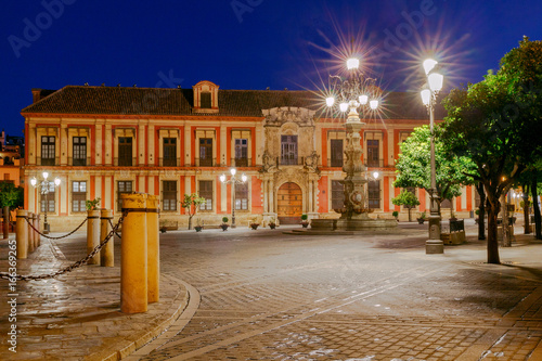 Sevilla. Plaza de la Virgen los Reyes.