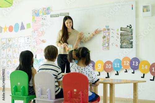 Fototapeta teacher teaching in class