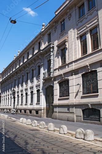Milano, Italia, 30/7/2017: il Corriere della Sera, il più importante quotidiano italiano, fondato nel 1876, con la storica insegna sulla facciata del palazzo progettato da Luca Beltrami