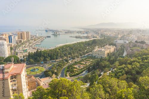 Blick auf die Stadt und den Hafen von Malaga Spanien Andalusien