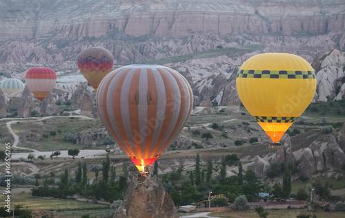 Papiers peints Cappuccino Hot Air Balloons in Cappadocia Valleys