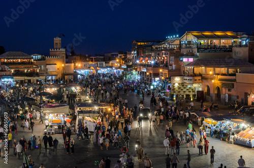 Foto op Plexiglas Marokko Jemaa el Fna in Marrakesch am abend